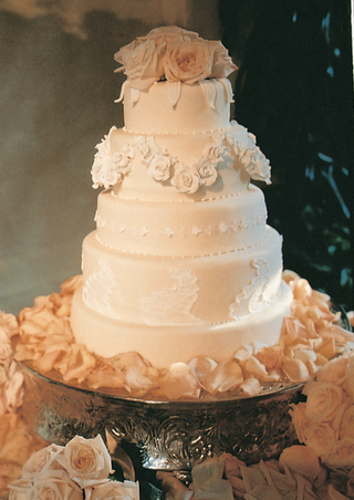 five-layer-confection-with-champagne-fondant
