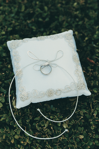 gold-or-silver-embroidered-pillow-for-rings