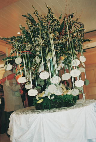 oval-escort-cards-hanging-from-green-tree