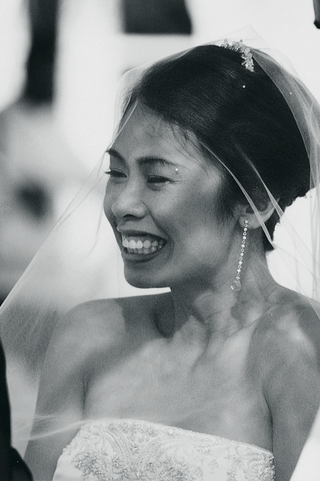 black-and-white-image-of-bride-at-ceremony