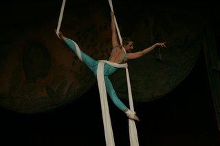 cirque-du-soleil-inspired-wedding-entertainment