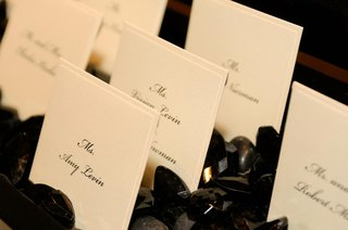 seating-card-display-in-black-crystals