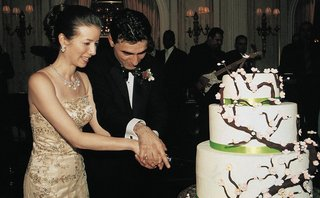 persian-groom-and-chinese-bride-cut-wedding-cake
