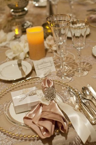 sparkling-napkin-ring-on-beaded-charger-plates