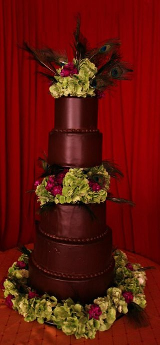 chocolate-cake-with-green-hydrangea-and-feathers