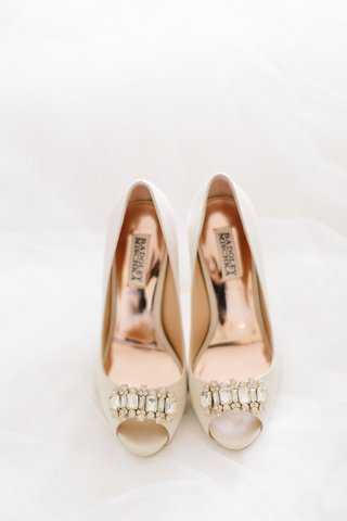 bridal-heel-nude-ivory-shoes-with-crystals-gold-hardware-details-badgley-mischka-on-white-background