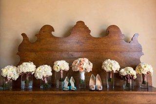 peach-bride-bouquet-and-ivory-bridesmaid-nosegays
