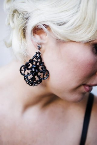 bridesmaid-wears-black-filigree-earring-with-skull-center