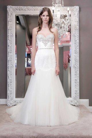 winnie-chlomin-2016-strapless-wedding-dress-with-sweetheart-neckline-and-jewel-beaded-bodice