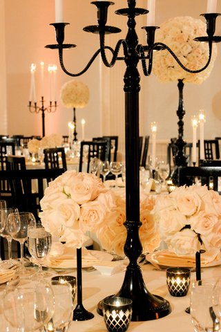 black-centerpieces-with-ivory-rose-decorations