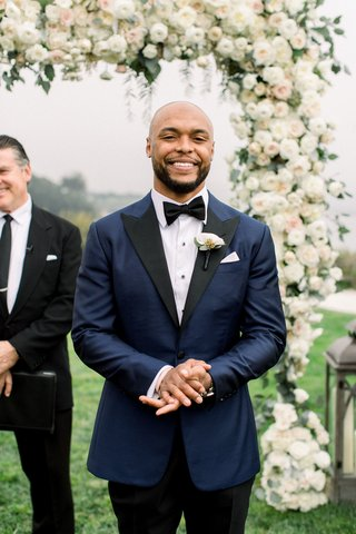 wedding-ceremony-face-of-groom-when-bride-walks-down-aisle-shane-vereen-outdoor-wedding-ceremony