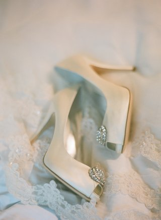 wedding-shoes-with-crystal-brooch-on-toe