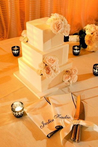 three-layer-square-cake-with-fresh-roses
