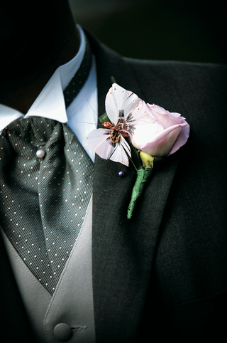 boutonniere-for-wedding-has-a-pink-rose-and-butterfly