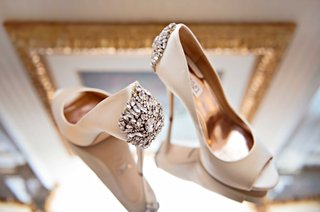 badgley-mischka-bridal-high-heels-with-crystal-detailing-on-the-back