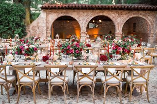 outdoor-wedding-reception-in-courtyard-with-vineyard-chairs-fall-wedding