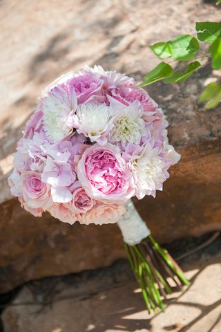 wedding-bouquet-with-rose-garden-rose-dahlia-flower-in-pink-peach-and-white