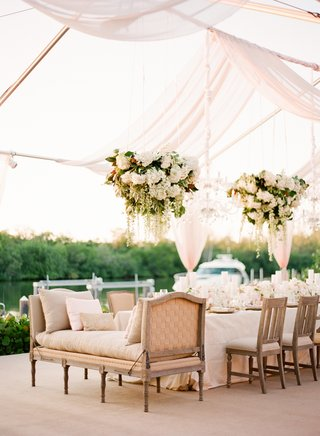 wedding-reception-with-a-recamier-at-the-end-of-a-long-table