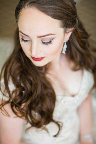 red-lipstick-eyeliner-bride-wedding-winter-look-cat-eye-makeup-beauty-dark-eye-shadow