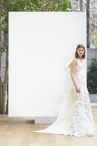 alicia-oscar-de-la-renta-spring-2018-ivory-guipure-lace-sweetheart-trumpet-gown-silk-faille-obi-bow