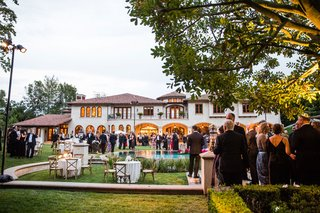 wedding-cocktail-hour-at-private-home-in-beverly-hills-backyard-reception-guests-mingling