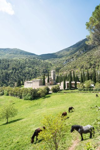 wedding-venue-ideas-destination-location-umbria-green-grass-mountains-trees-old-historic-abbey-hotel