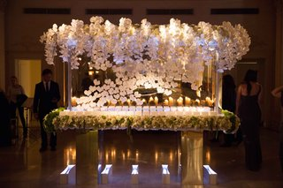 escort-card-table-with-lucite-and-orchid-details-flower-garland-around-edge-of-table-top