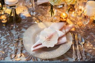 sequin-embroidered-linens-and-pearl-chargers