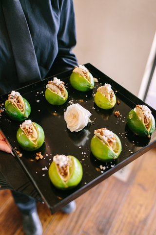 wedding-cocktail-hour-hors-doeuvres-mini-tacos-placed-in-limes