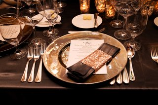 wedding-reception-dark-linen-tablecloth-with-charger-plate-linen-napkin-with-gold-sequin-wrap