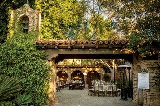 hummingbird-next-ranch-wedding-reception-sitting-bull-ranch-house-with-cobblestone-courtyard