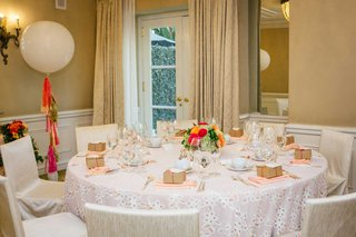 bridal-shower-beverly-hills-decor-white-tablecloth-white-balloon-tassel-low-centerpiece-flowers