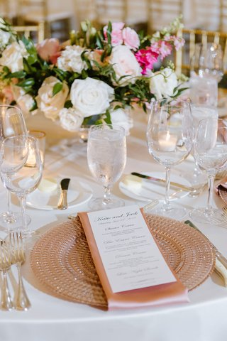 rose-gold-place-setting-charger-plate-classic-wedding-white-pink-gold-color-palette-blush