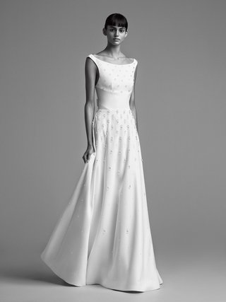 viktor-and-rolf-mariage-fall-winter-2018-wedding-dress-boat-neck-bridal-gown-large-waist-band