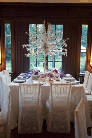 wintry-wedding-reception-table-with-purple-details