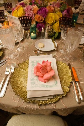 gold-textured-charger-plate-with-pink-rose-on-top