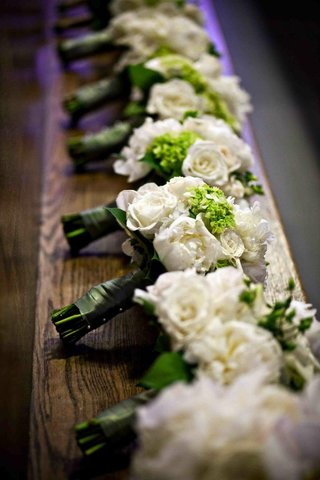 bridesmaid-bouquets-white-rose-and-green-hydrangea