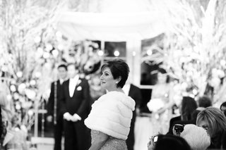black-and-white-photo-of-fur-mother-of-the-bride-shawl