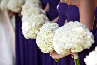 bridesmaids-in-purple-carrying-white-nosegays