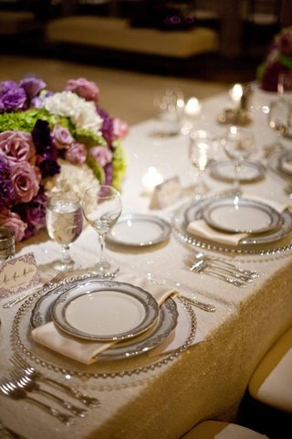 sequined-linens-with-beaded-charger-plates-and-china