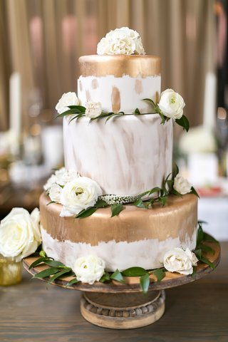 wedding-cake-with-gold-paint-and-brushstroke-details-with-white-flowers