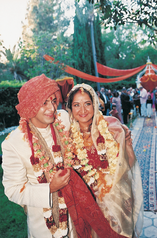 bride-and-groom-in-traditional-indian-wedding-attire