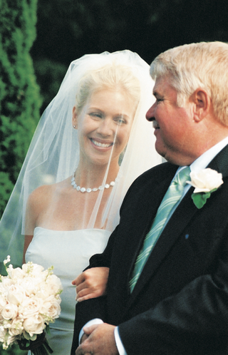 bride-walks-down-wedding-ceremony-aisle-with-her-dad