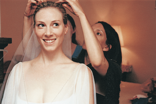 bride-gets-help-from-friend-with-veil
