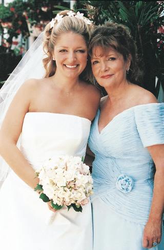 bride-and-her-mom-on-wedding-day