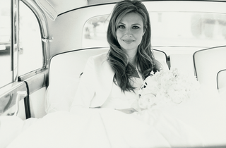 black-and-white-image-of-bride-in-getaway-car