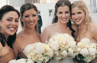 bride-and-bridesmaid-matching-white-bouquets