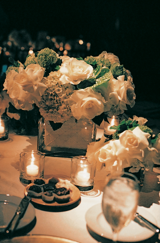 white-roses-and-hydrangea-centerpiece