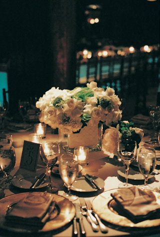 low-floral-centerpiece-and-place-settings