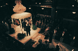 ceremony-in-the-round-with-chandelier
